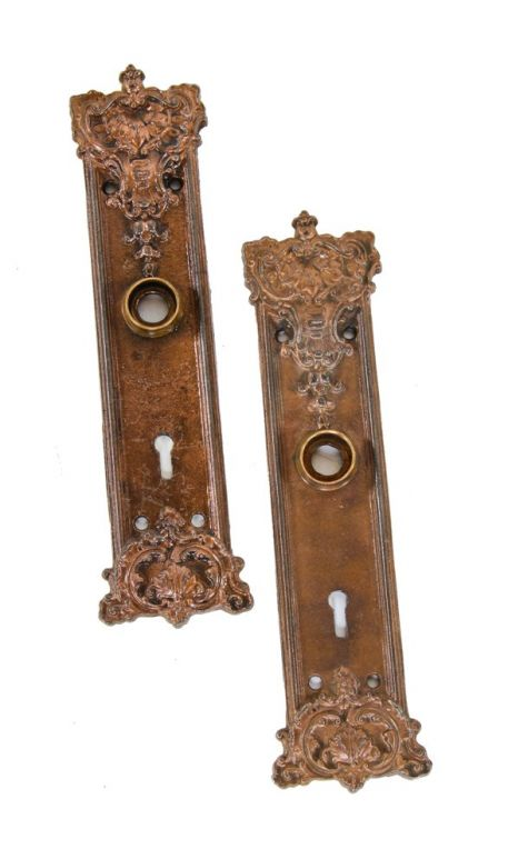Group Of Matching Late 19th Or Early 20th Century Antique American Panama Pattern Salvaged Chicago Doorknobs And Matching Backplates